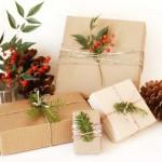 7-impodobirea cadourilor de Craciun cu crengute de brad
