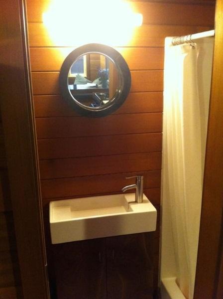 7-lavoar mic baie casa mica din gradina