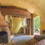 7-living si bucatarie open space cu semineu casa in forma de gheata noua zeelanda