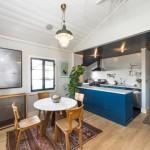 7-loc de luat masa intre living si bucatarie casa mica din lemn Los Angeles