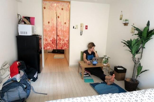 7-loc de luat masa si birou in garsoniera Japonia