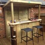 7-mic bar de curte construit din lemn