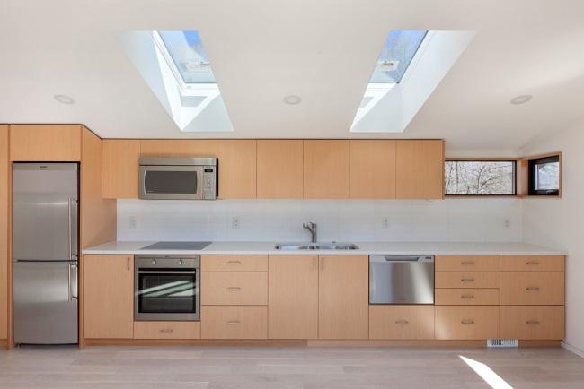 7-mobila moderna bucatarie spatioasa etaj casa 74 mp