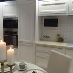 7-mobilier alb clasic fronturi lemn cu electrocasnice integrate bucatarie 12 mp