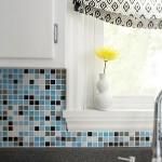 7-mozaic colorat decor perete din zona blatului de lucru din bucatarie