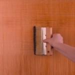 7-obtinerea efectului decorativ de panza de in pe perete cu ajutorul unei perii