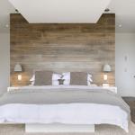 7-parchet in accentuarea peretelui de la capul patului din dormitor