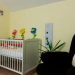 7-patut bebe alb camera zugravita in galben