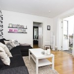 7-perete finisat cu tapet decorativ imprimeu dungi orizontale decor living modern apartament 3 camere