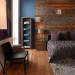 7-perete placat cu bucati de lemn decor la capul patului din dormitor
