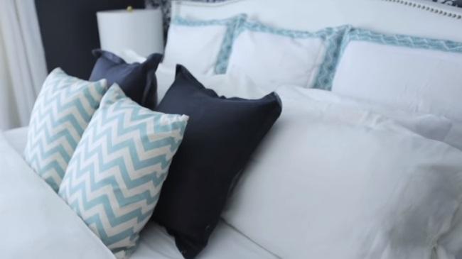 pernute alb turcoaz negre pat dormitor