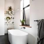 7-plante amenajare baie bloc cu fereastra in stil scandinav