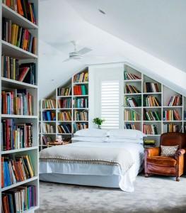 7-proiectarea si montarea nepotrivita a unei biblioteci pe peretele de la capul patului din dormitor