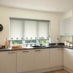 7-roleta din panza alba opaca decor fereastra bucatarie moderna