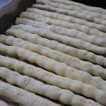 7-rulouri cu visine pentru tortul Cusma lui Guguta inainte de a fi introduse in cuptor