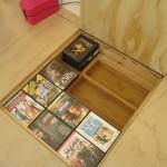 7-sertar organizare si depozitare DVD integrat sub pardoseala platformei inaltate
