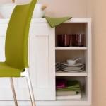7-servanta-alba-si-scaun-verde-olive-in-zona-de-luat-masa