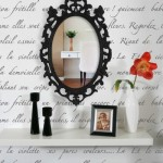 7-tapet cu scris de mana in franceza negru pe alb amenajare hol clasic