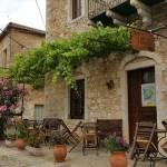 7-taverna intr-o casa din piatra orasel Kardamili Peloponez