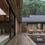 7-terasa din lemn construita in curtea interioara a casei de 112 mp in forma literei L