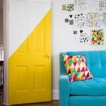 7-usa de interior vopsita in galben si alb decor modern tineresc