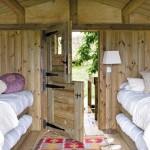 7-usa intrare casuta din lemn cu 4 paturi suprapuse