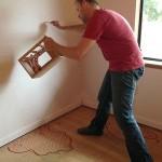 8-Rob Adams schitand silueta viitorului copac pe peretele din camera fetitei