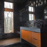 8-amenajare baie moderna in negru cu mobilier din lemn