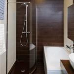 8-baie moderna cu gresie si faianta ce imita lemnul