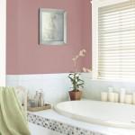 8-baie moderna decorata in alb gri si cu accente roz fuchsia