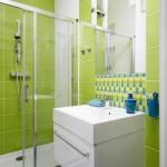 8-baie moderna decorata in alb verde fistic galben si albastru