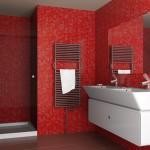 8-baie moderna obiecte sanitare si mobilier culoare alba pereti placati cu mozaic culoare rosie