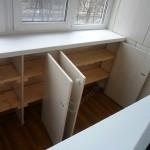 8-balcon cu dulapuri proiectate sub pervazul de sub fereastra si intr-o laterala