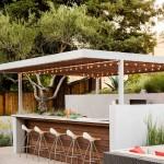 8-bar modern si frumos amenajat in curtea casei