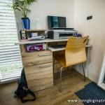 8-birou lucru interior casa mica si compacta amenajata in container industrial
