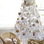 8-brad-alb-decorat-cu-globuri-albe-si-aramii