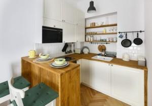 8-bucatarie-cu-mobilier-pe-3-laturi-si-bar-loc-de-luat-masa