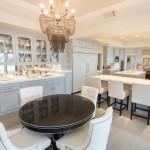8-bucatarie mare si spatioasa amenajata in stil clasic casa Jennifer Lopez