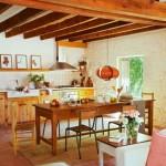 8-bucatarie rustica mobila din lemn casa din piatra