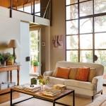 8-canapea living cu vedere spre mezaninul in care este amenajat atelierul de pictura