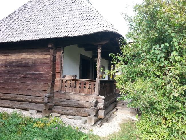 8 casa cu temelie lemn
