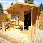 8-casuta din lemn pentru gradina in care poate fi amenajat un birou
