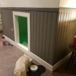 8-catelusa Molly in asteptarea mobilarii si decorarii noii camere de sub scara interioara