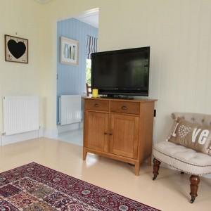 8-comoda cu televizor living casa mica 40 mp