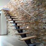 8-decor piatra naturala perete scara interioara casa