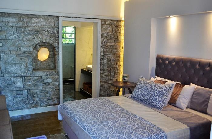 dormitor mare piatra decorativa pereti