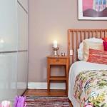 8-dormitor mic cu dressing alb si pat cu noptiera lemn natur