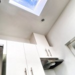 8-dulapuri bucatarie si fereastra in tavan inclinat casa mica 37 mp