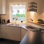 8-exemplu bucatarie moderna cu chiuveta asezata imediat langa plita