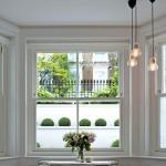 8-fereastra mare si luminoasa dormitor apartament siatuat la parterul unui bloc din Londra